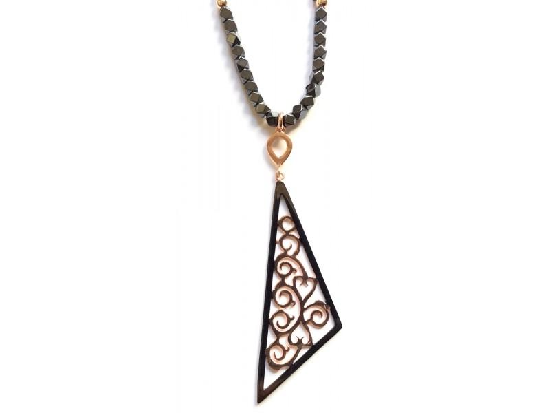 Γυναικείο Κολιέ Ασημένιο Τρίγωνο με Αιματίτη- e-kynthia.gr c97214a585c